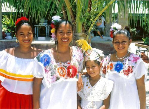 yuccateca-mayan-girls
